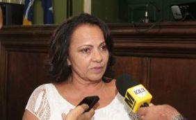 """Aladilce critica discurso de Neto: """"Não é a cidade cor de rosa que ele pinta"""""""
