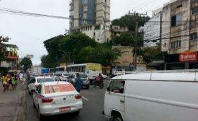 Motoristas ainda enfrentam lentidão no Rio Vermelho; confira o trânsito