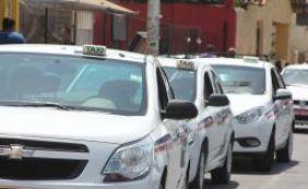 Prefeitura apreende três táxis irregulares no primeiro dia de Carnaval