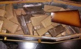 Polícia apreende mais de 100 kg de maconha escondida em caixão em Feira