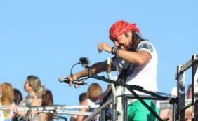 Bell Marques puxa bloco Vumbora e anima foliões no Circuito Dodô