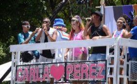 Carla Perez recebe pequenos foliões no bloco infantil Algodão Doce