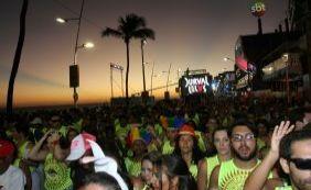 Pôr do sol na Barra com Durval Lelys ao som de 'We Are Carnaval'