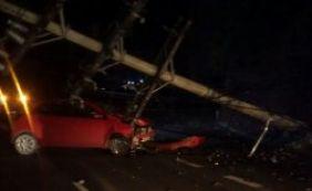 Veículos batem em postes na ACM e Cardeal da Silva