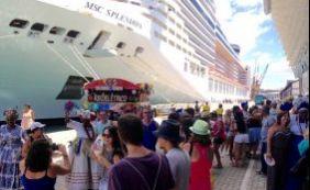 Turistas são recebidos com festa no Porto de Salvador nesta terça-feira