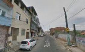 Jovem de 24 anos é baleado por vizinho durante briga por aluguel na Boca do Rio