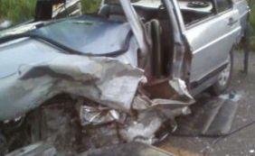 Colisão entre dois veículos deixa um morto e cinco feridos na BA-026