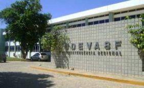Com salários atrasados, funcionários da Codevasf ocupam sede do órgão