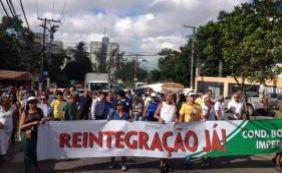 Moradores voltam a travar trânsito em protesto contra invasão de sem-tetos