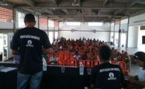 Professores de Lauro de Freitas entram em greve por tempo indeterminado