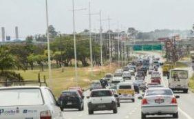 Segunda-feira é de trânsito travado em Salvador e BR-324