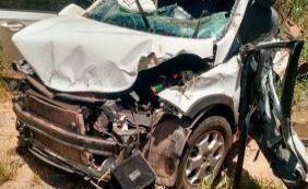 Duas pessoas ficam feridas em acidente de carro em Teixeira de Freitas