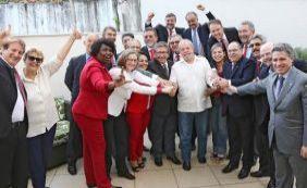 Deputados petistas participam de ato em defesa de Lula