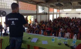 Professores de Lauro de Freitas decidem em manter greve