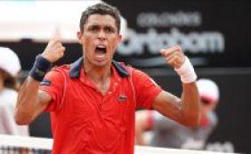 Brasileiro, número 338 do mundo, derrota Tsonga, 9º no ranking, no Rio Open