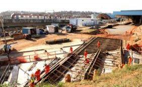 Funcionários da construção pesada paralisam atividades por reajuste salarial