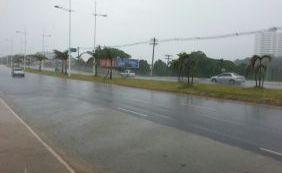 Chuva causa pontos de alagamento em Salvador e Lauro de Freitas