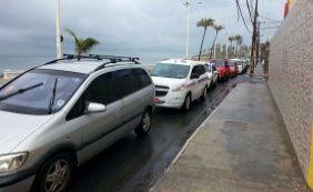 Motoristas fazem fila por gasolina a R$ 3,49 em posto de Amaralina