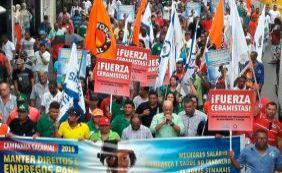 Protesto de funcionários da construção pesada complica trânsito no Centro