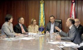 Rui discute novos investimentos com representantes de Alemanha e Cingapura