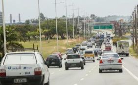 Acidente deixa uma pessoa ferida e trânsito complicado no CAB