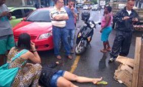 Motociclista fica ferida após cair em boca de lobo no bairro do Uruguai