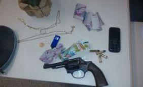 Três pessoas são presas acusadas de roubar carro na Barra