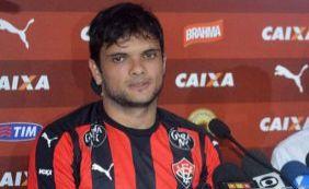 Contrato do lateral Norberto é renovado até o fim de julho pelo Vitória