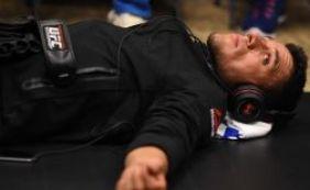 Com fratura no pé, Rafael dos Anjos não enfrenta McGregor pelo UFC