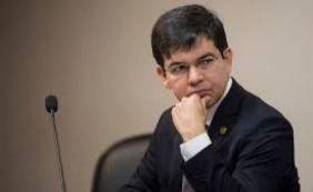 Randolfe adianta que será a favor de PEC que reduz parlamentares no Congresso