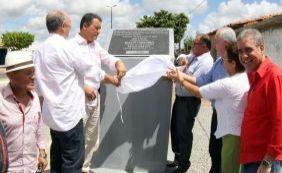 Rui Costa entrega restauração de estrada em Crisópolis