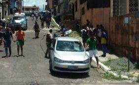 Jovem é executado a tiros ao lado de colégio em Itacaranha