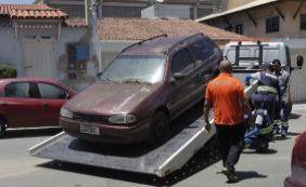 Detran recolhe carros abandonados nas ruas em Mussurunga nesta quinta-feira