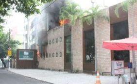Incêndio atinge Cantina Volpi da Pituba nesta sexta-feira; veja vídeo