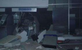 Bandidos explodem cofre e caixas eletrônicos de agência bancária em Angical