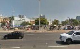 Homem reage a tentativa de assalto e atira em suspeito em praça de Salvador