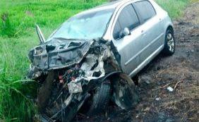 Pai perde controle do carro e criança morre em acidente na BR-101