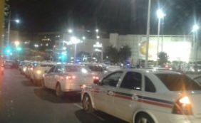 Taxistas realizam manifestação em repúdio a morte de colega de trabalho