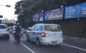 Taxistas realizam carreata em direção ao cemitério Campo Santo