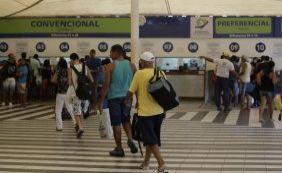 Passageiros reclamam da fila no Ferry nesta sexta-feira
