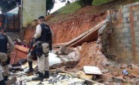 Mulher morre soterrada em desabamento de muro no Trobogy