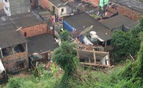 Após chuvas, parte de prédio de três andares desaba em Candeias