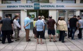 À beira do colapso, governo da Grécia estuda fechar bancos nesta segunda-feira