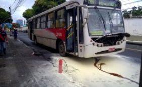 Fogo atinge ônibus na Av. Joana Angélica; ninguém ficou ferido