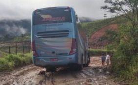 Motorista se perde e acaba atolando ônibus com estudantes da UFBA