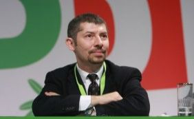 Vice-ministro italiano faz greve de fome e exige lei para casamento gay