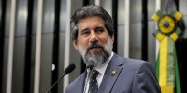 """Vereador Edvaldo Brito é contra fusão de PTB com DEM: """"Não é agradável"""""""