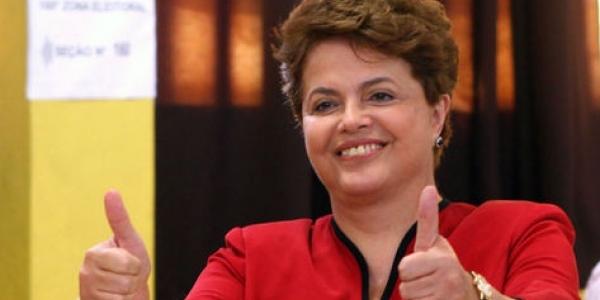 """Impeachment: Dilma está """"bem e animada"""" para ir ao Senado, diz Renan"""