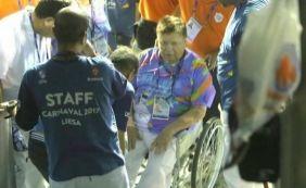 Ex-executivo da Globo passa mal e deixa a Sapucaí em cadeira de rodas