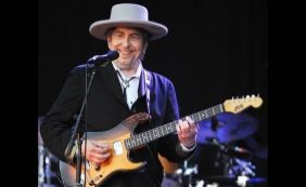 Após quatro meses, Bob Dylan recebe prêmio Nobel de Literatura em Estocolmo